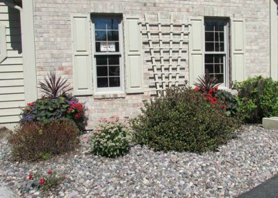 Front-Planting-with-stone2